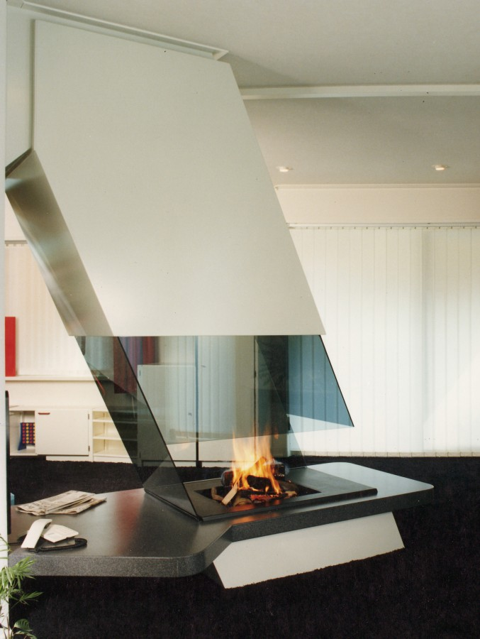 glass fireplaces modern fireplaces bespoke fireplaces. Black Bedroom Furniture Sets. Home Design Ideas